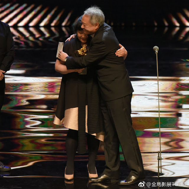 Ang Lee present Best Feature Film Award to An Elephant Sitting Still