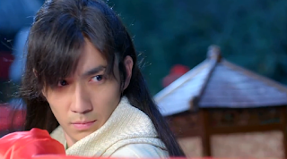 Zhu Yi Long in ep1 of martial arts cdrama New Xiao Shi Yi Lang