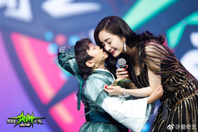 Bai Qian Ah Li iQiYi Scream Night 2018 hug