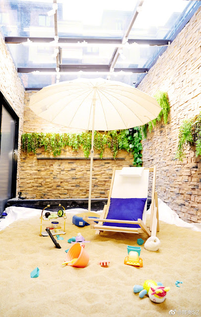 No Beach No Problem as Zheng Shuang Creates a Makeshift Beach in Her House