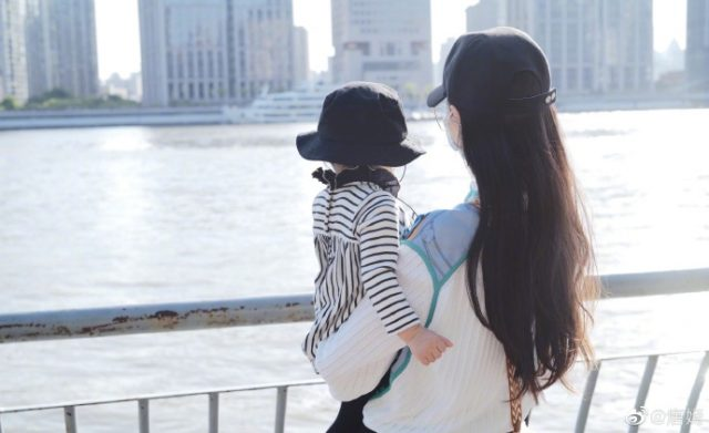 Tiffany Tang Yan with her daughter